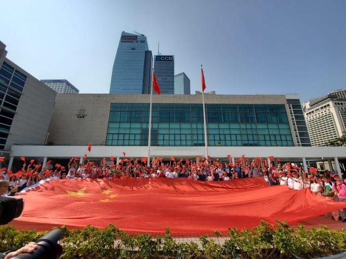 1萬1千護旗手全港保護國旗 至中午協助警方拘三人